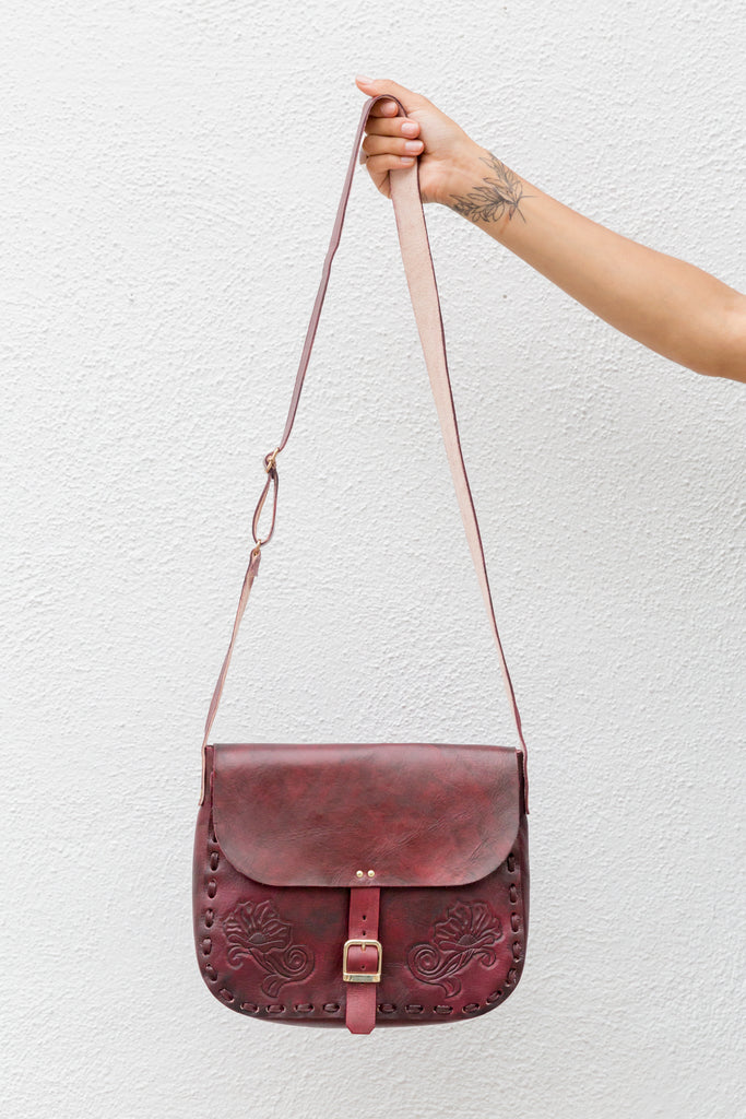 'DOS GARDENIAS' SADDLE BAG // MERLOT