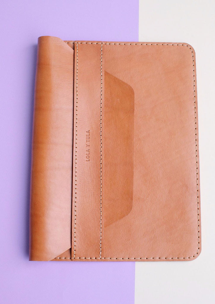 LEATHER LAPTOP SLEEVE // CAMEL