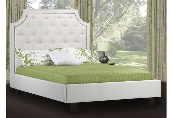 Classy Bed with Simplistic Rounded profile