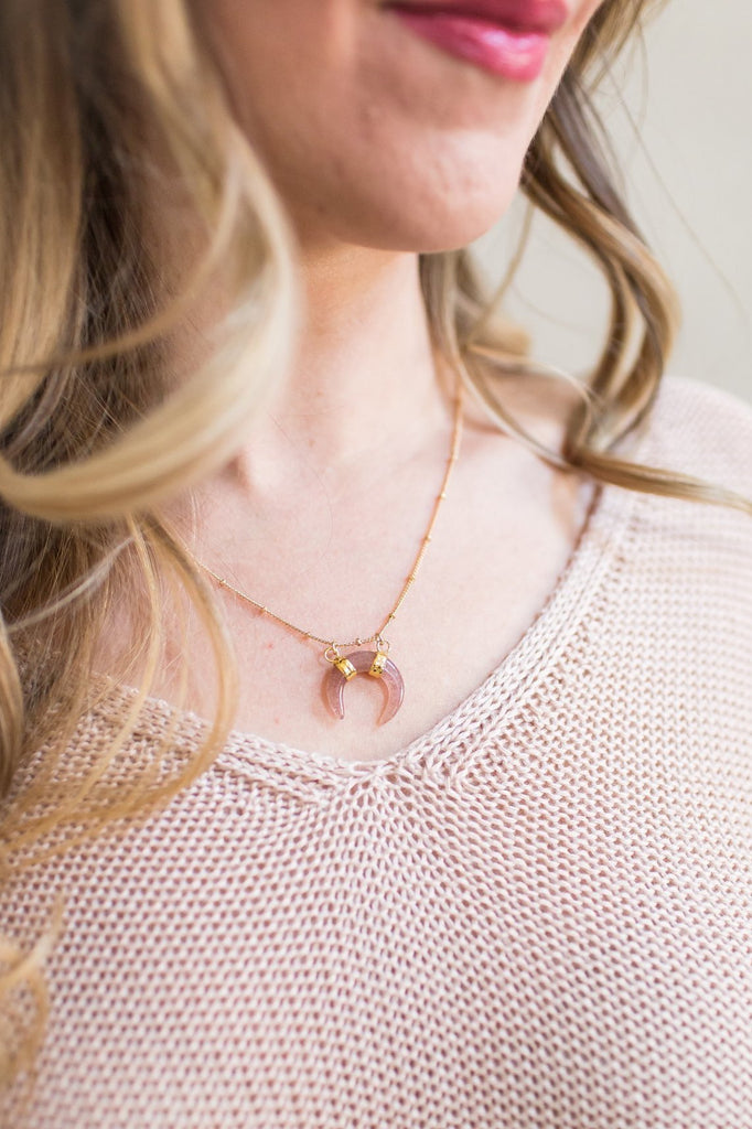 Z-HORN PENDENT NECKLACE (WHITE OR BLUSH)