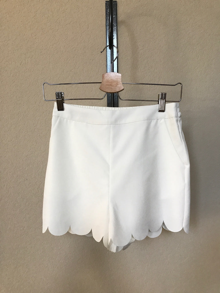 Scalloped Edge Off White Short