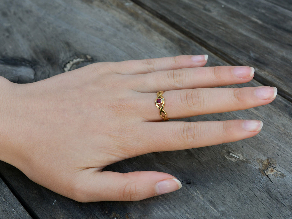 Ring gold celtic design with ruby on model