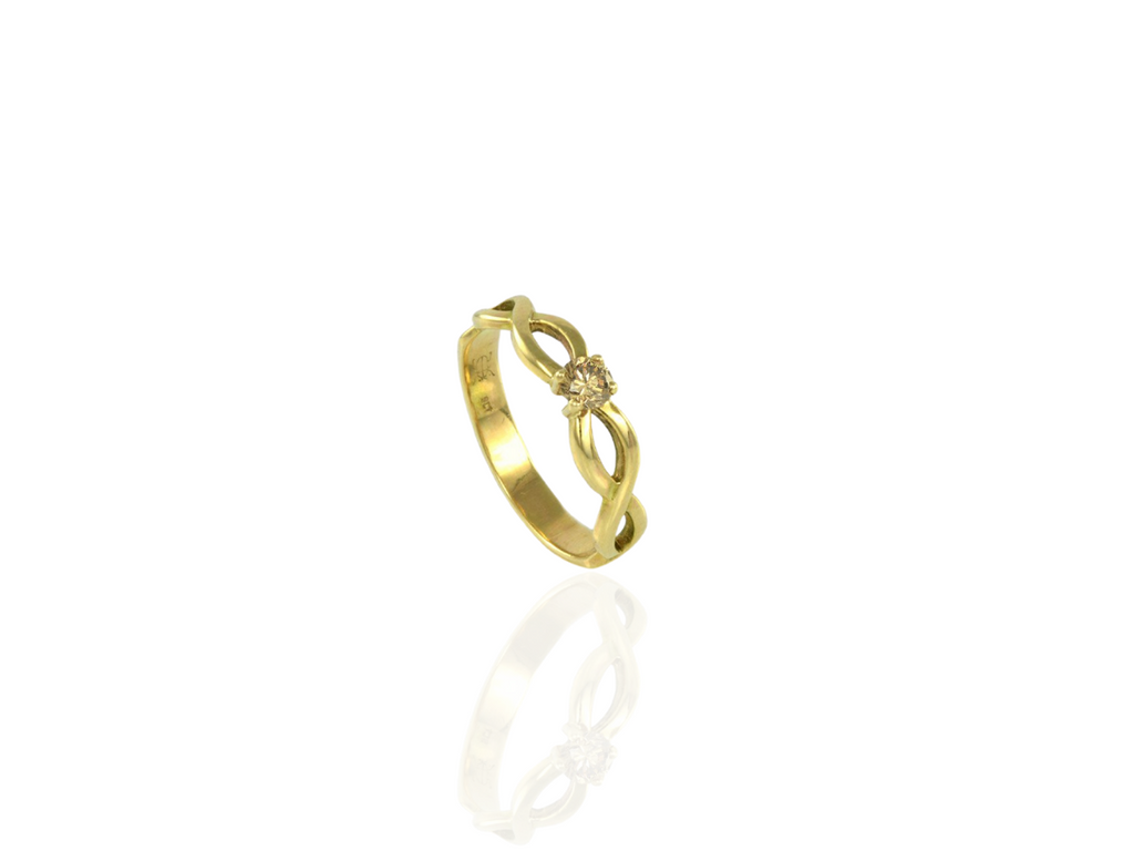 celtic Cork ring with chammpagne diamond
