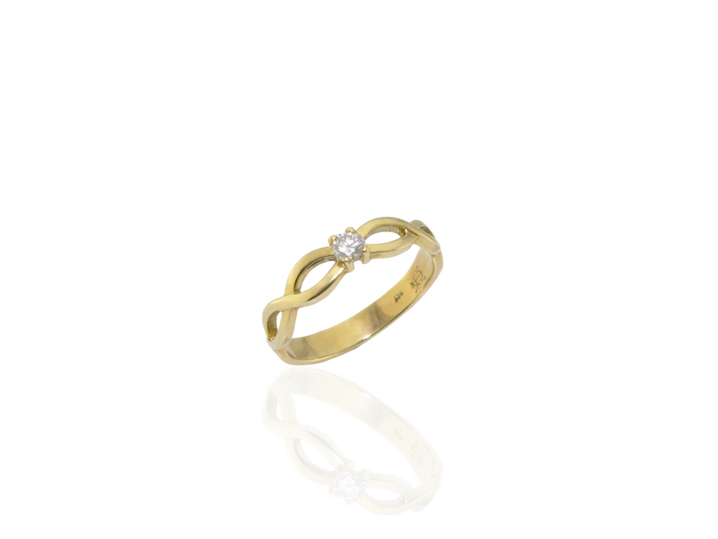Gold celtic Cork ring with diamond