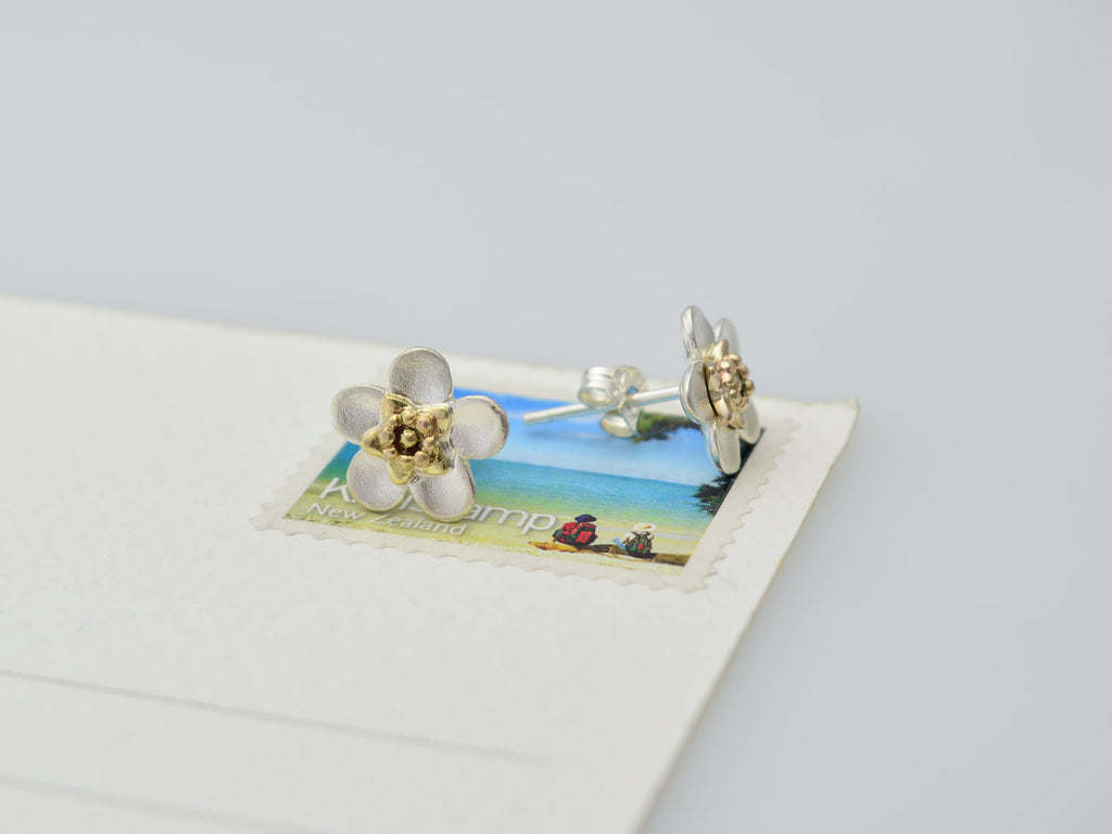 manuka stud earrings silver and gold on size smaple
