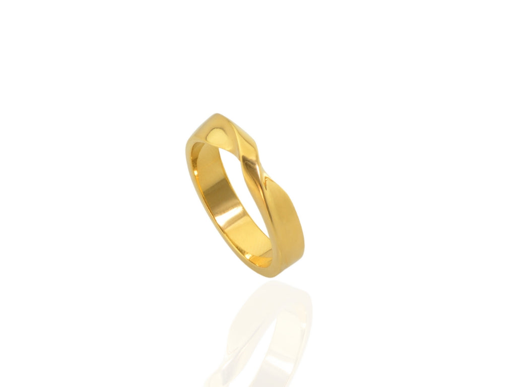 GOLD MOBIUS RING