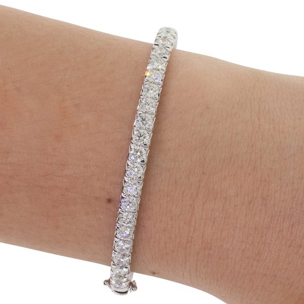 18ct White Gold 4.02ct Diamond Comet Bangle - Walker & Hall