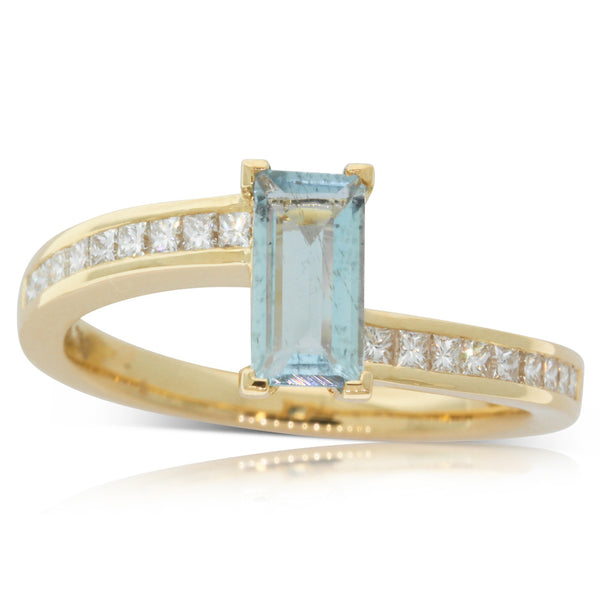 18ct Yellow Gold Aquamarine & Diamond Ring