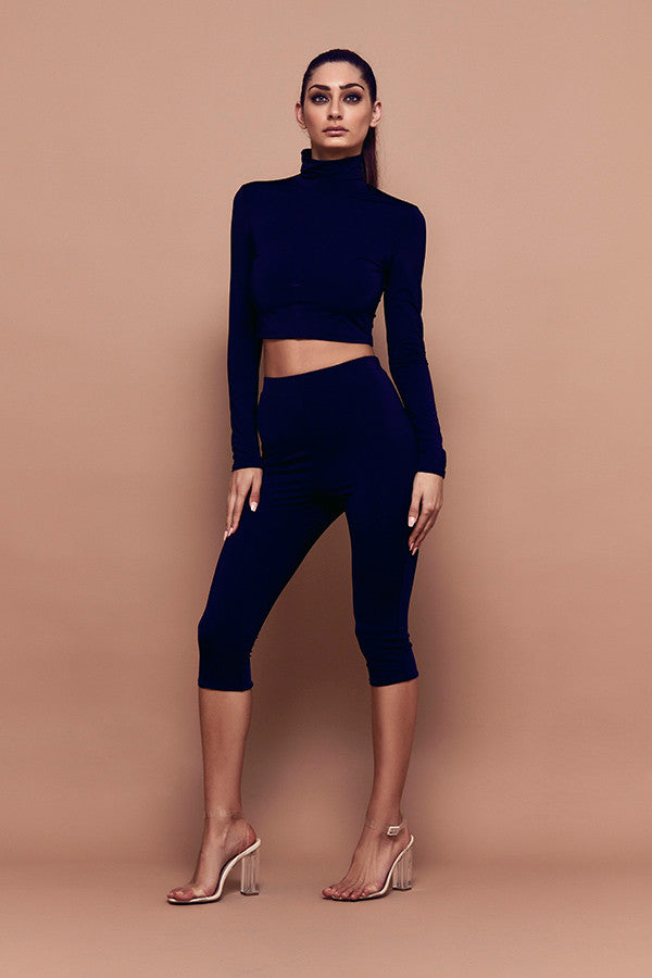 Contour Crop (black) zoomed