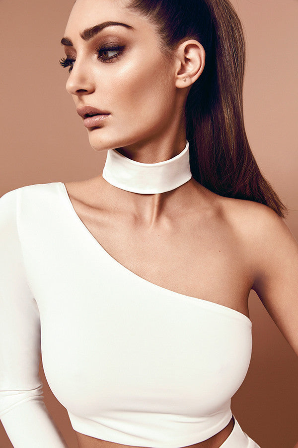 Skyline Choker (white) zoomed