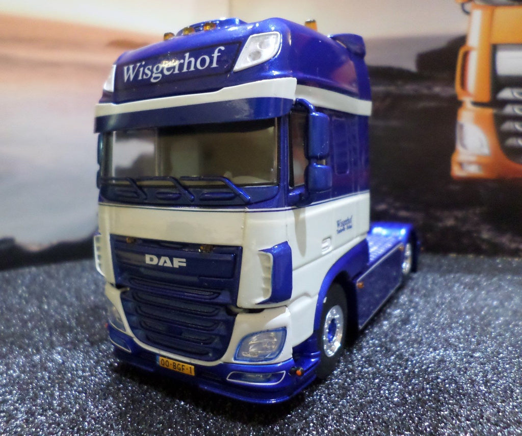 DAF XF Euro 6 Super Space Cab 4x2 Model Truck (1:50 Scale)