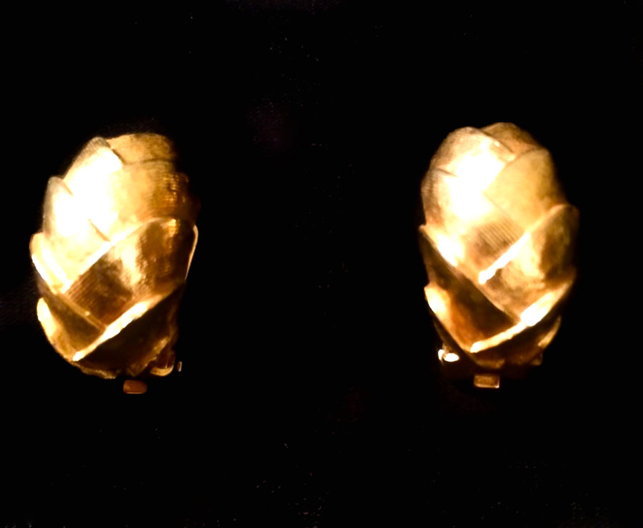 Vintage 1970 gold earrings