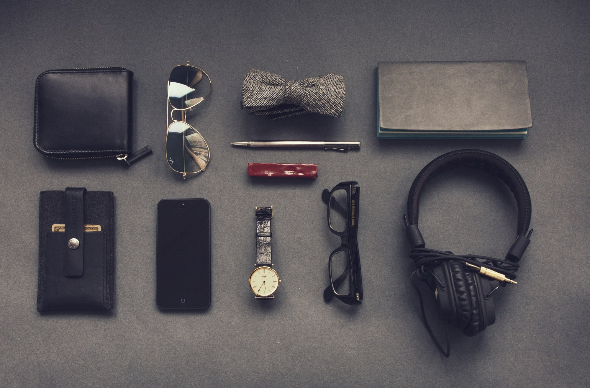 5 Essential Accessories Every Man Must Have