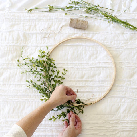 7 Pieces Embroidery Hoops Set Bamboo Circle Cross Stitch Hoop Ring 4 inch to 14 inch for Extra Large Embroidery and Cross Stitch