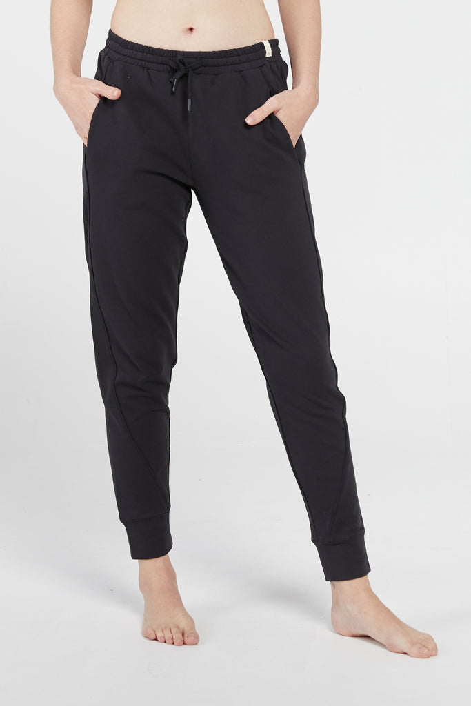 KARA JOGGER IN BLACK