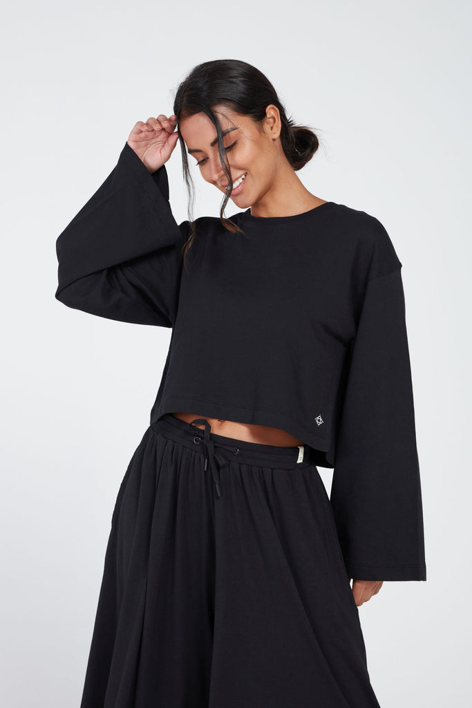 ESCAPE WIDE SLEEVE TOP IN BLACK