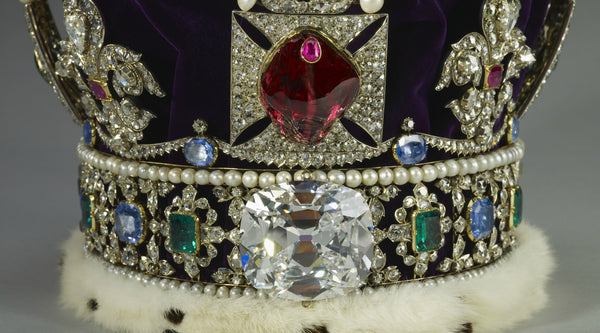 The Queen's Sparkle - Jewels of the British Royal Crown