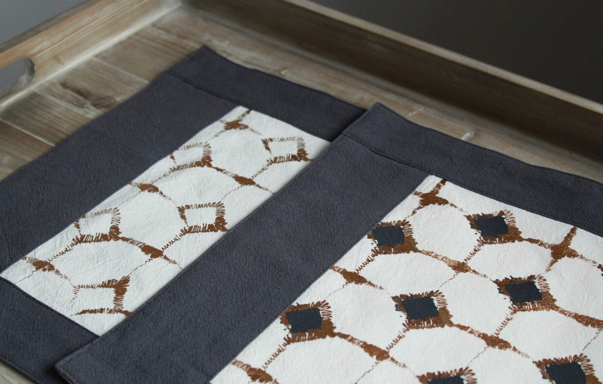Signature Block Print Placemat Steel Blue & Ivory