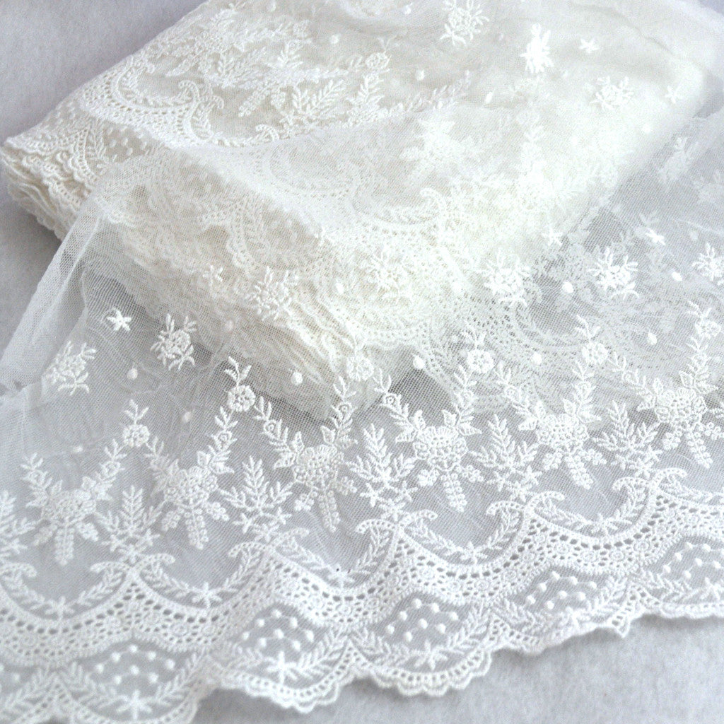 Leaf Scalloped Schiffli Lace Trim Off White 10-1/2 inch - Sold Out - Style Maker Fabrics