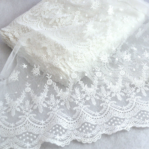Leaf Scalloped Schiffli Lace Trim Off White 10-1/2 inch