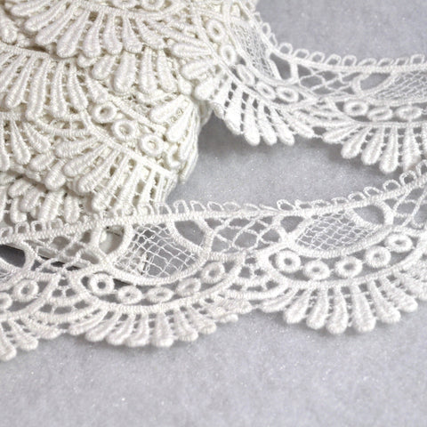 Vintage Fan Venise Trim Off White 2 inch