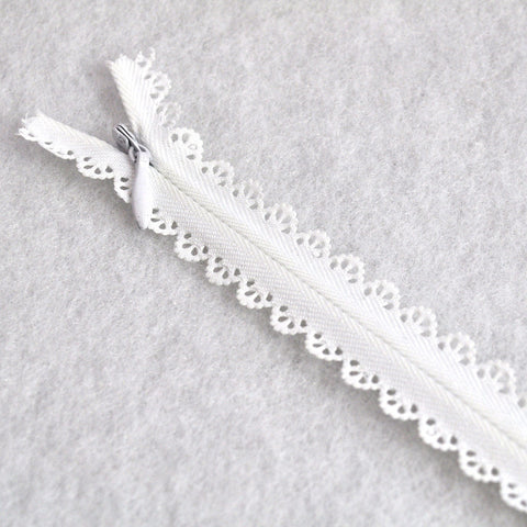 Lace Accent Zipper 8-1/2 inch