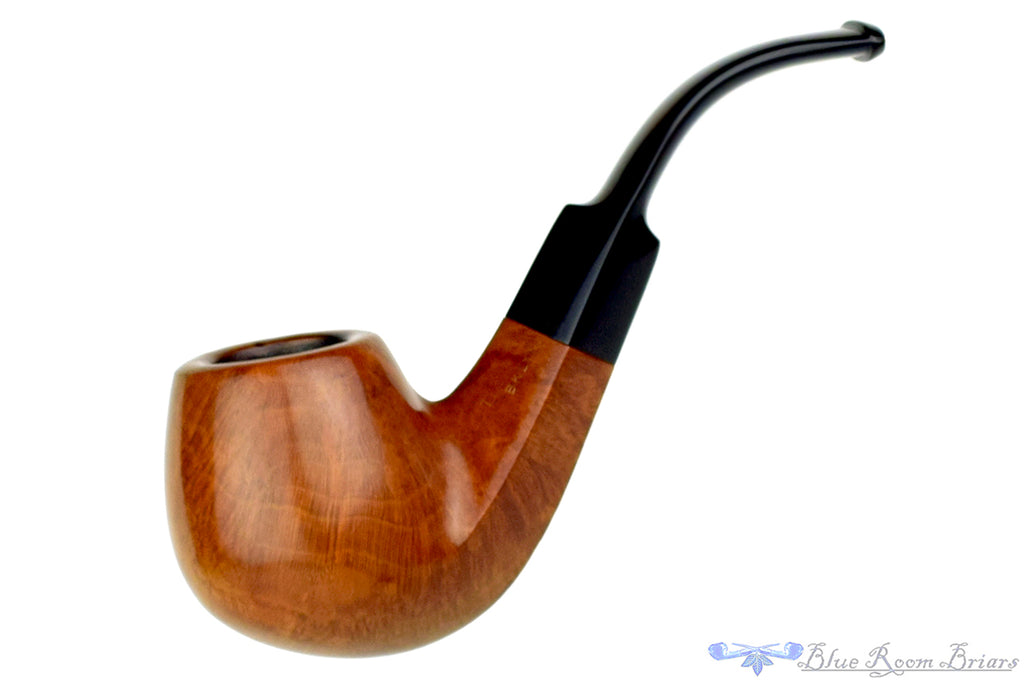 Blue Room Briars is proud to present this American 3/4 Bent Diamond Shank Billiard Estate Pipe