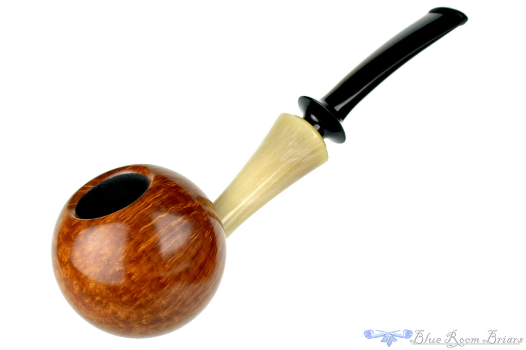 Blue Room Briars is proud to present this Jonas Rosengren Pipe Smooth Globe with Horn Shank