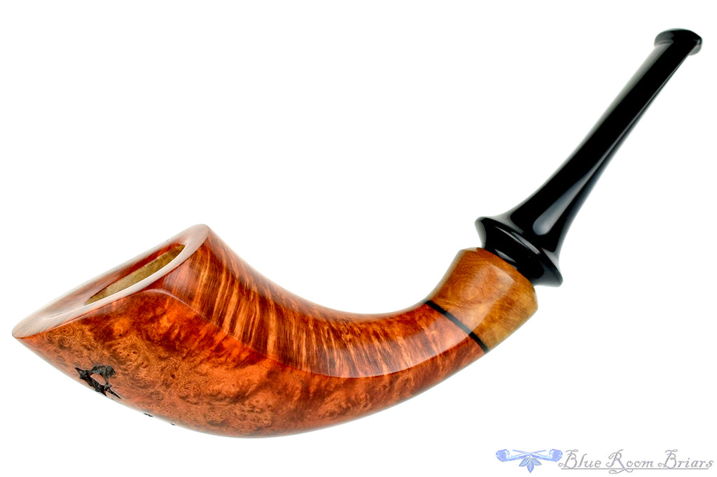 Blue Room Briars is proud to present this Dragomir Aleksic Pipe Horn with Plateau
