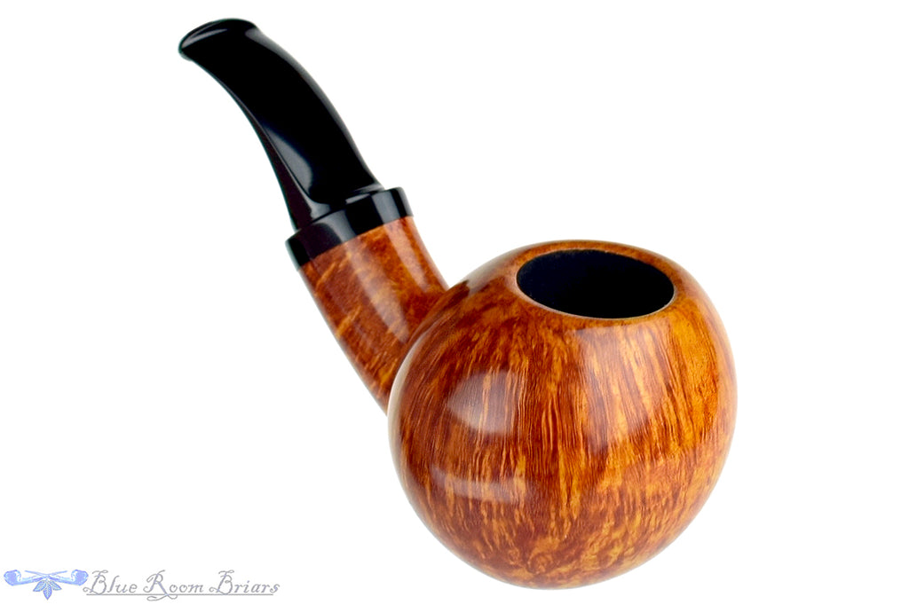 Blue Room Briars is proud to present this David S. Huber Pipe Smooth Egg