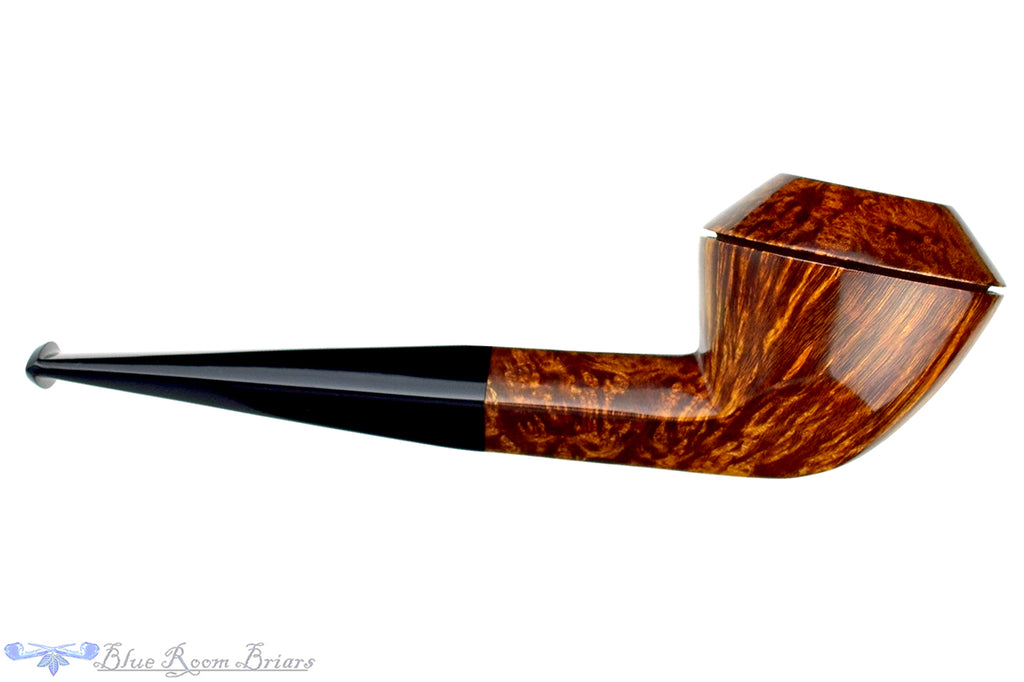 Blue Room Briars is proud to present this Clark Layton Pipe Smooth Bulldog