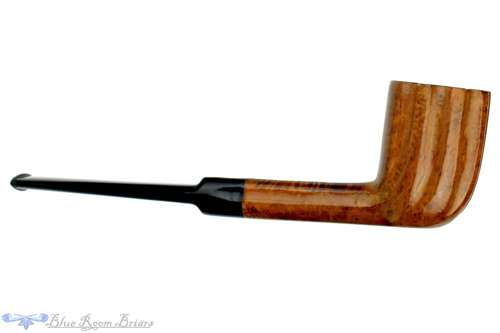 Blue Room Briars is proud to present this Fluted Billiard Sitter Estate Pipe