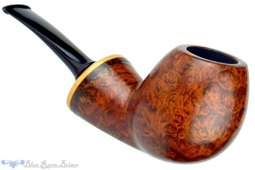 Blue Room Briars is proud to present this Tom Richard Pipe Smooth Danish Egg with Boxwood and Brindle Ebonite Insert