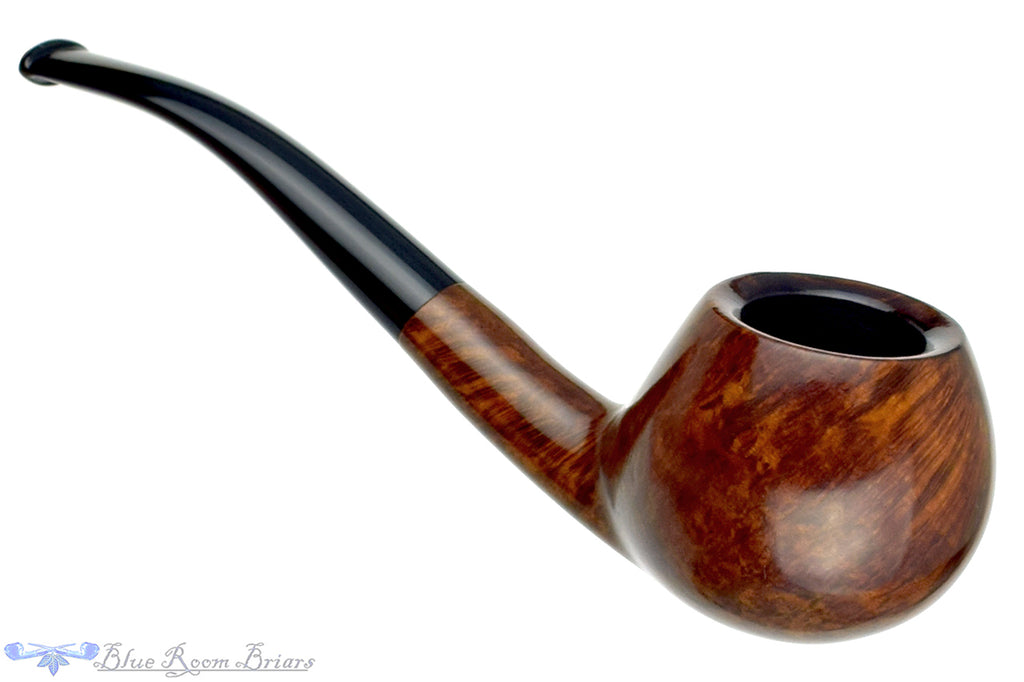 Blue Room Briars is proud to present this Larsen 1/4 Bent Apple Estate Pipe