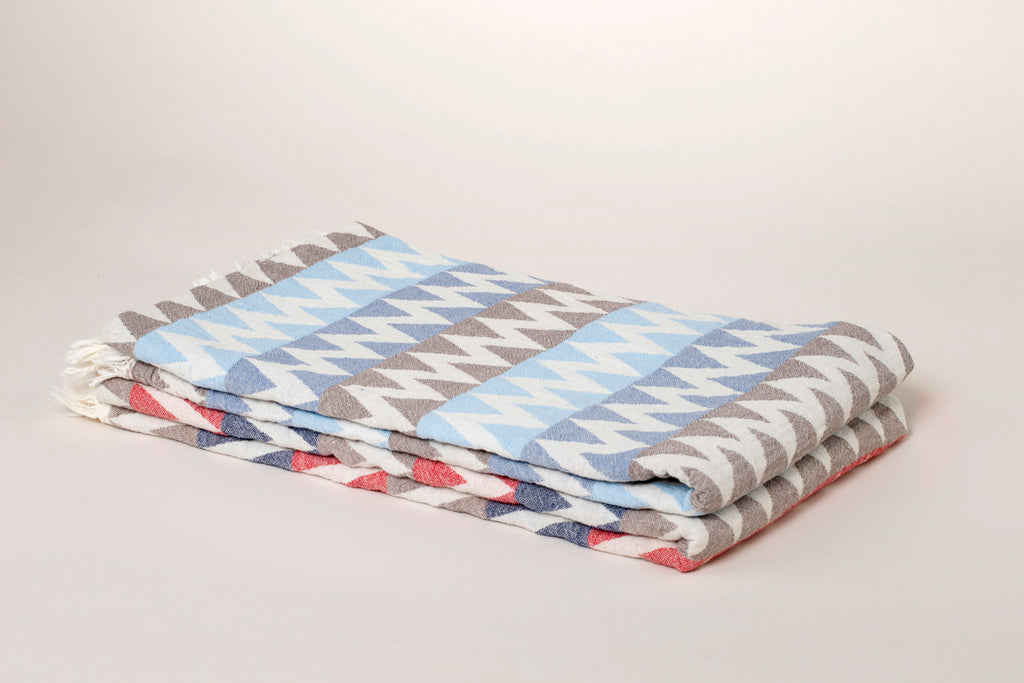 "PATTERNED Turkish Towel ""Peshtemal"" - Zigzag -Beige & Blue"