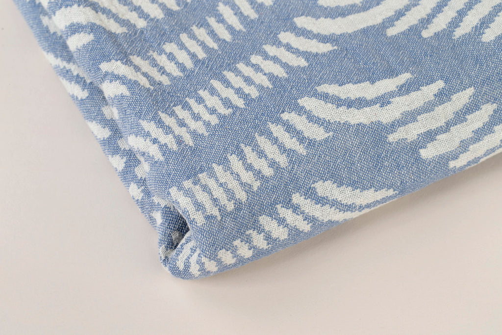 "PATTERNED Turkish Towel ""Peshtemal"" - Wave of dots blue"