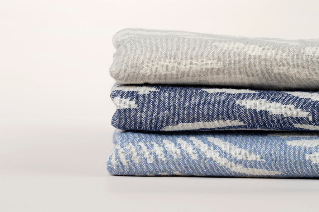 "PATTERNED Turkish Towel ""Peshtemal"" - Wave of dots Navy blue"
