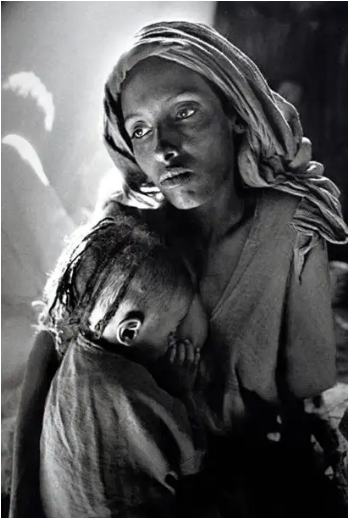 Mother and Child at the Korem camp, Ethiopia - aptiques by Authentic PreOwned