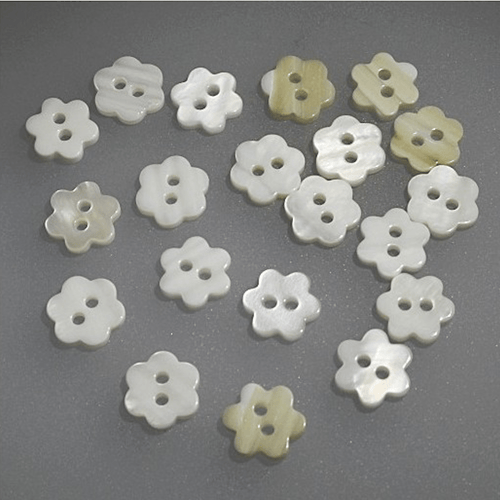Mother Of Pearl Button White Flower 11 mm - WOOLS OF NATIONS