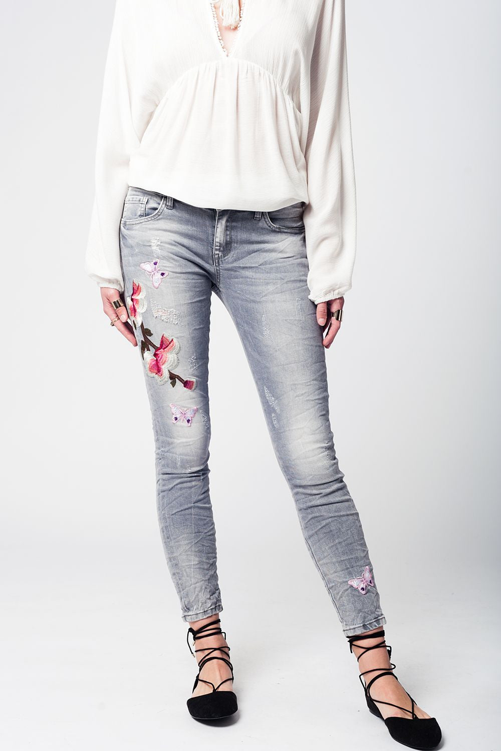 GRAY DENIM JEANS WITH FLOWER EMBROIDERY