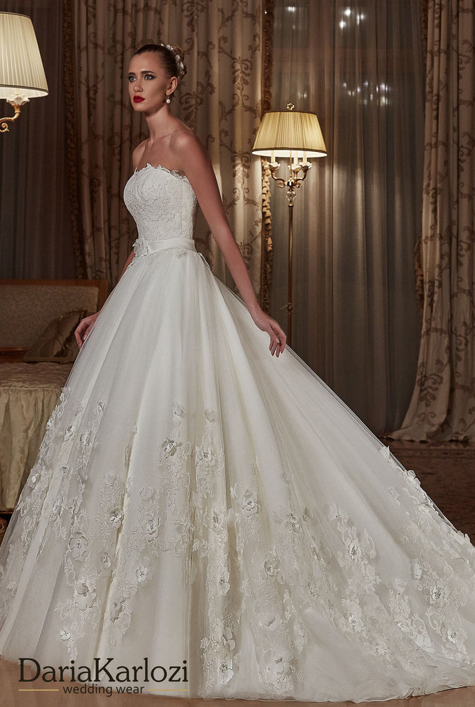 Ivory lace wedding dress ball gown A-Line strapless