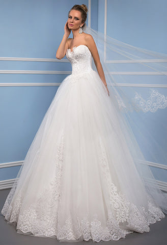Lace tulle strapless princess ball gown lace A-Line wedding dress..