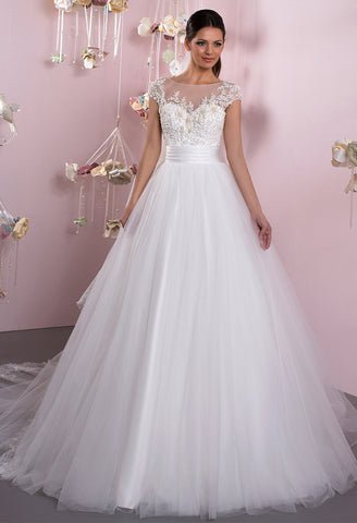 Lace tulle strapless short sleeve ivory princess ball gown lace A-Line wedding dress..