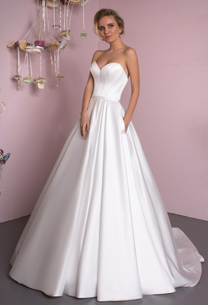 Lace satin strapless white ivory princess ball gow lace A-Line wedding dress..