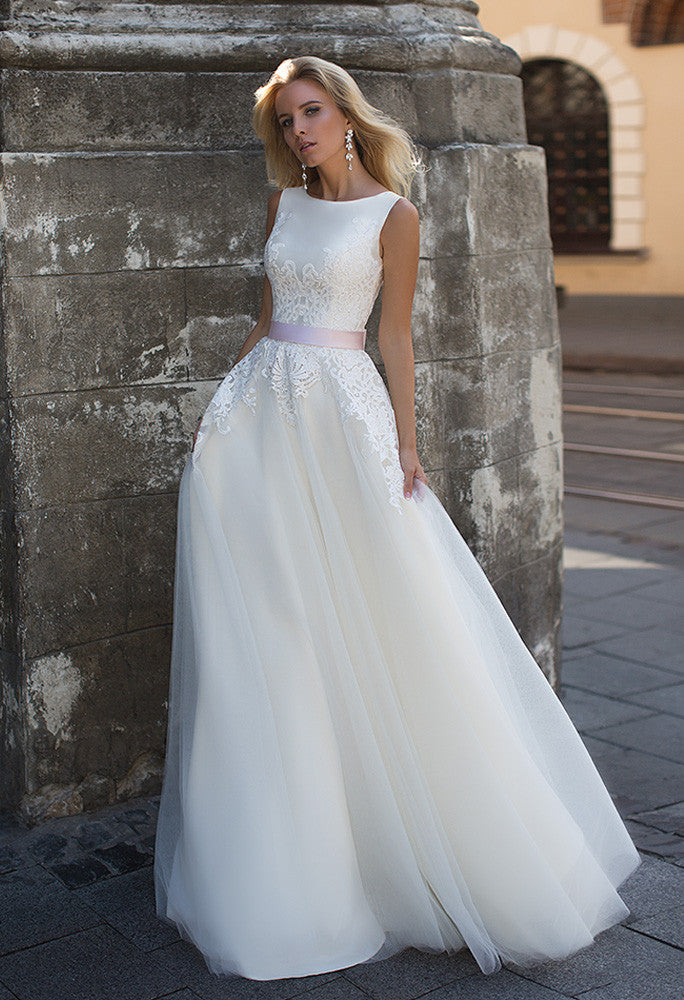 Lace princess ball gown lace A-Line wedding dress..