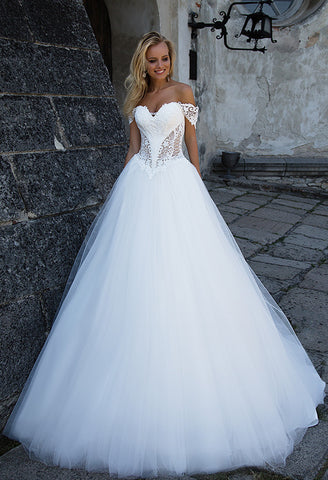 Lace sleeve ivory princess ball gown lace A-Line wedding dress..