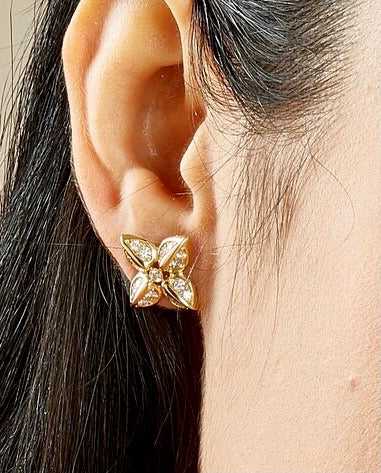 Syna 18k Yellow Gold Flower Mogul Studs