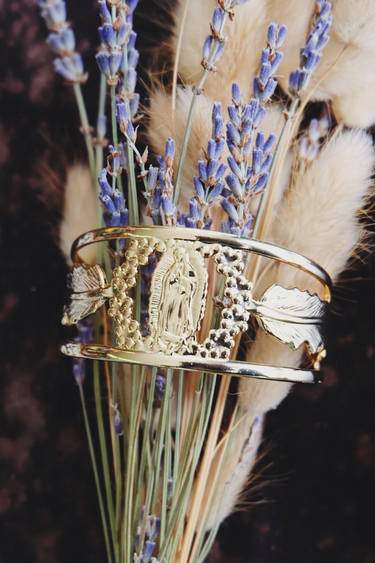 Virgen Feather Protection Cuff