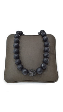 Black Design Pearl Necklace