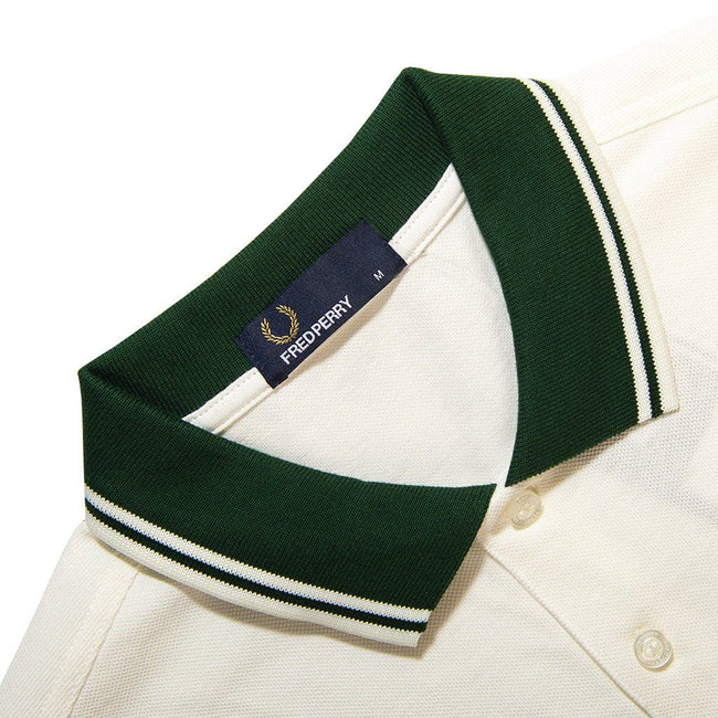 Fred Perry M4567 Contrast Rib Pique Polo Shirt in Snow White / Green